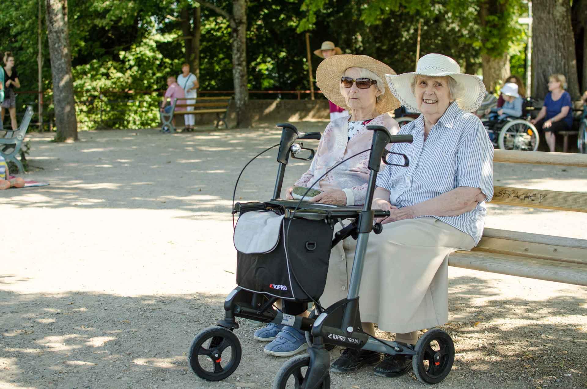 Die Bewohnerinnen und Bewohner des Haus Schloßberg machten im Sommer 2017 einen Ausflug auf den benachbarten Schlossberg und genossen die Aussicht über die Stadt im Breisgau.