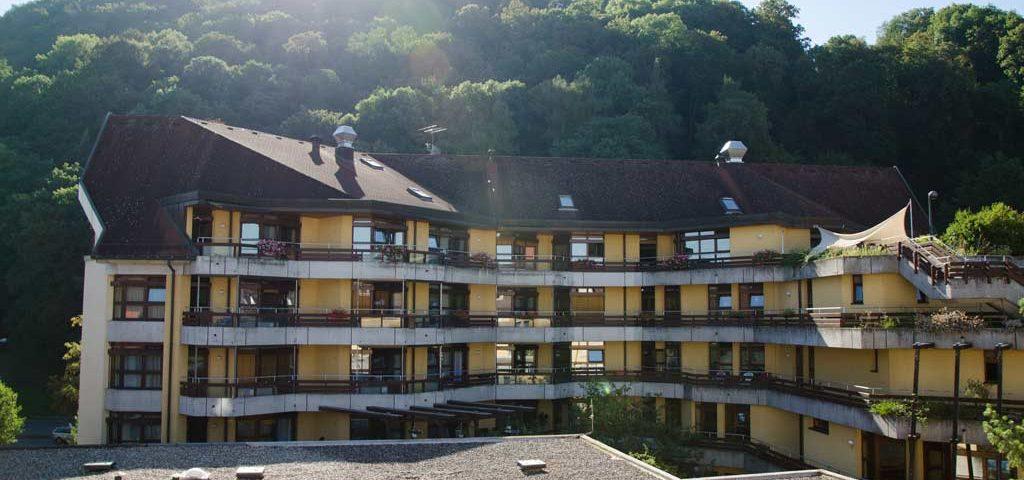 Die Pflegeeinrichtung Haus Schloßberg in Freiburg bietet Dauerpflege und Kurzzeitpflege mit hochqualitativer Versorgung und Betreuung an.