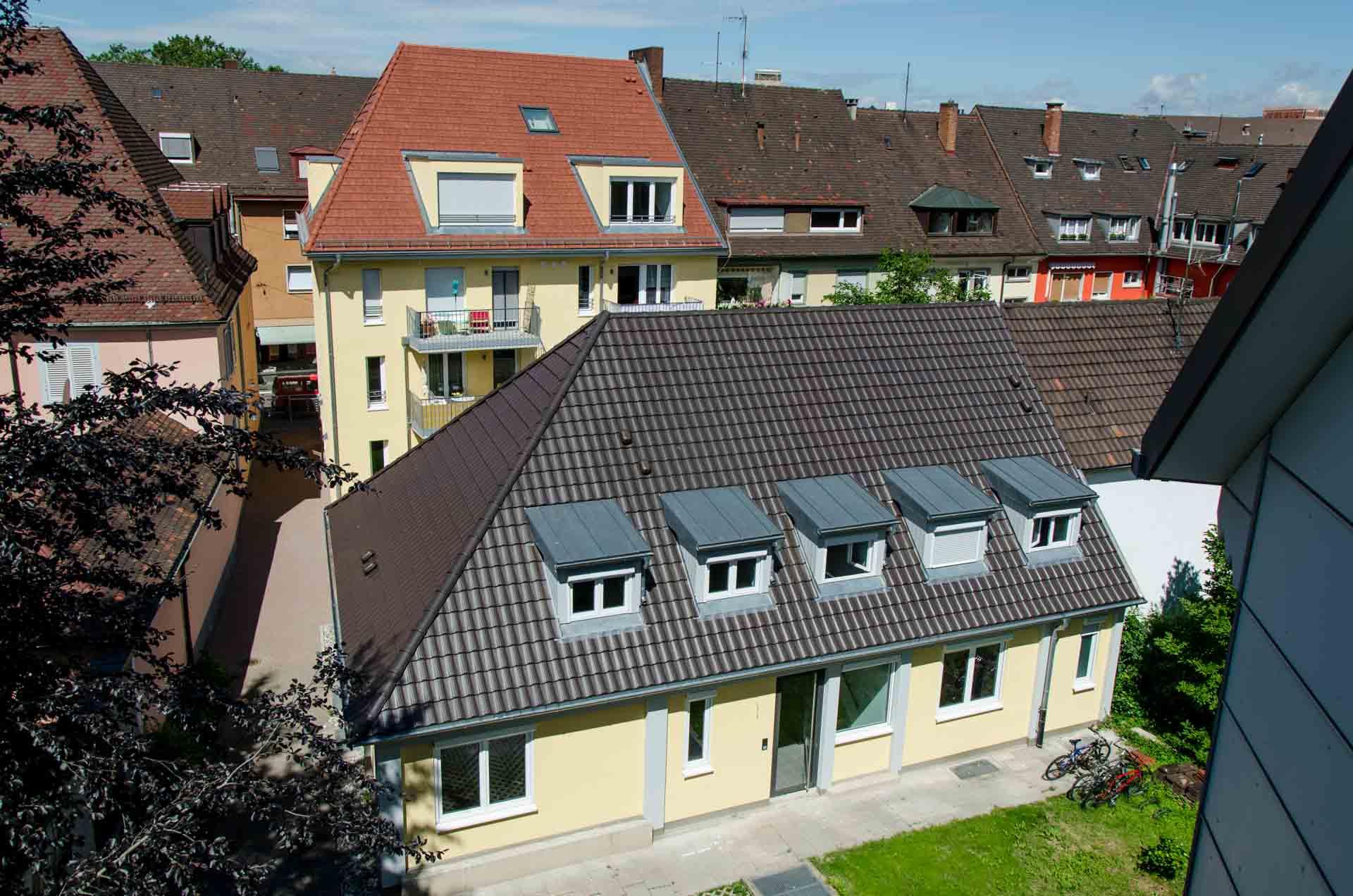 Das Haus Gottestreue bietet Betreutes Wohnen, eine Ambulant Betreute Wohngruppe und eine Wohngemeinschaft für Studierende – alles unter einem Dach mitten in der Freiburger Innenstadt.