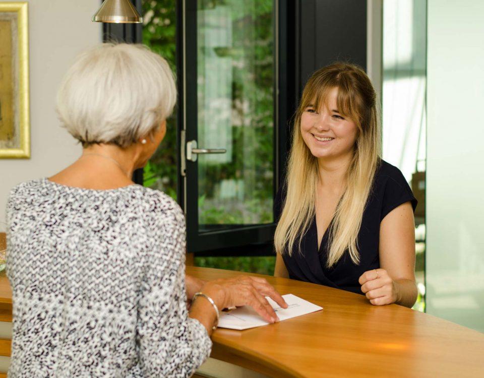 Im Haus Münsterblick bieten wir Servicewohnen mit Komfort und Sicherheit. Mit unseren Leistungen bleiben Sie auch im Alter selbstständig und genießen das Leben in zentraler und doch ruhiger Lage.