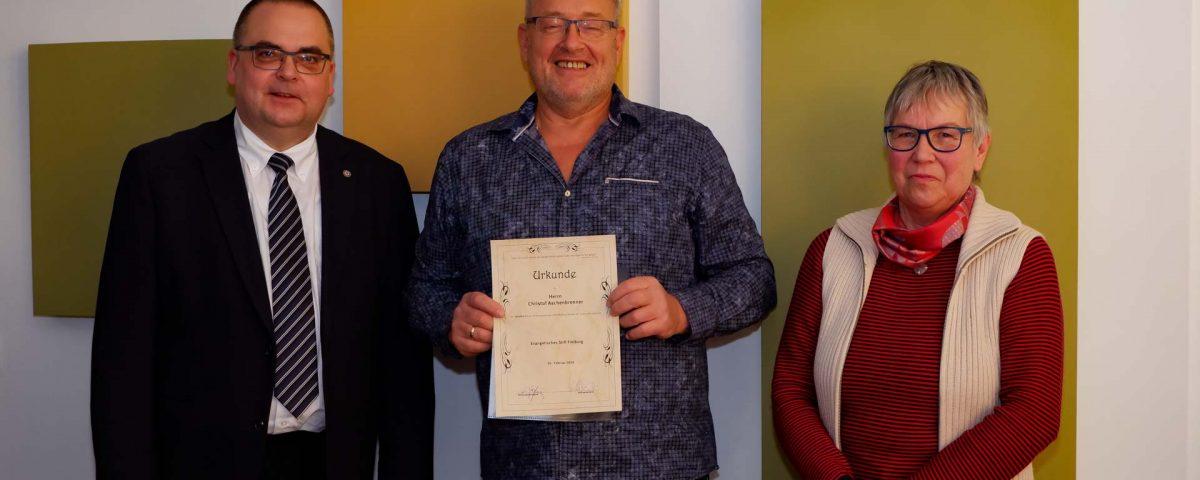 Vorstand Carsten Jacknau, Christof Aschenbrenner (Leiter IT) und Stiftspfarrerin Oehler (v.l.n.r.)