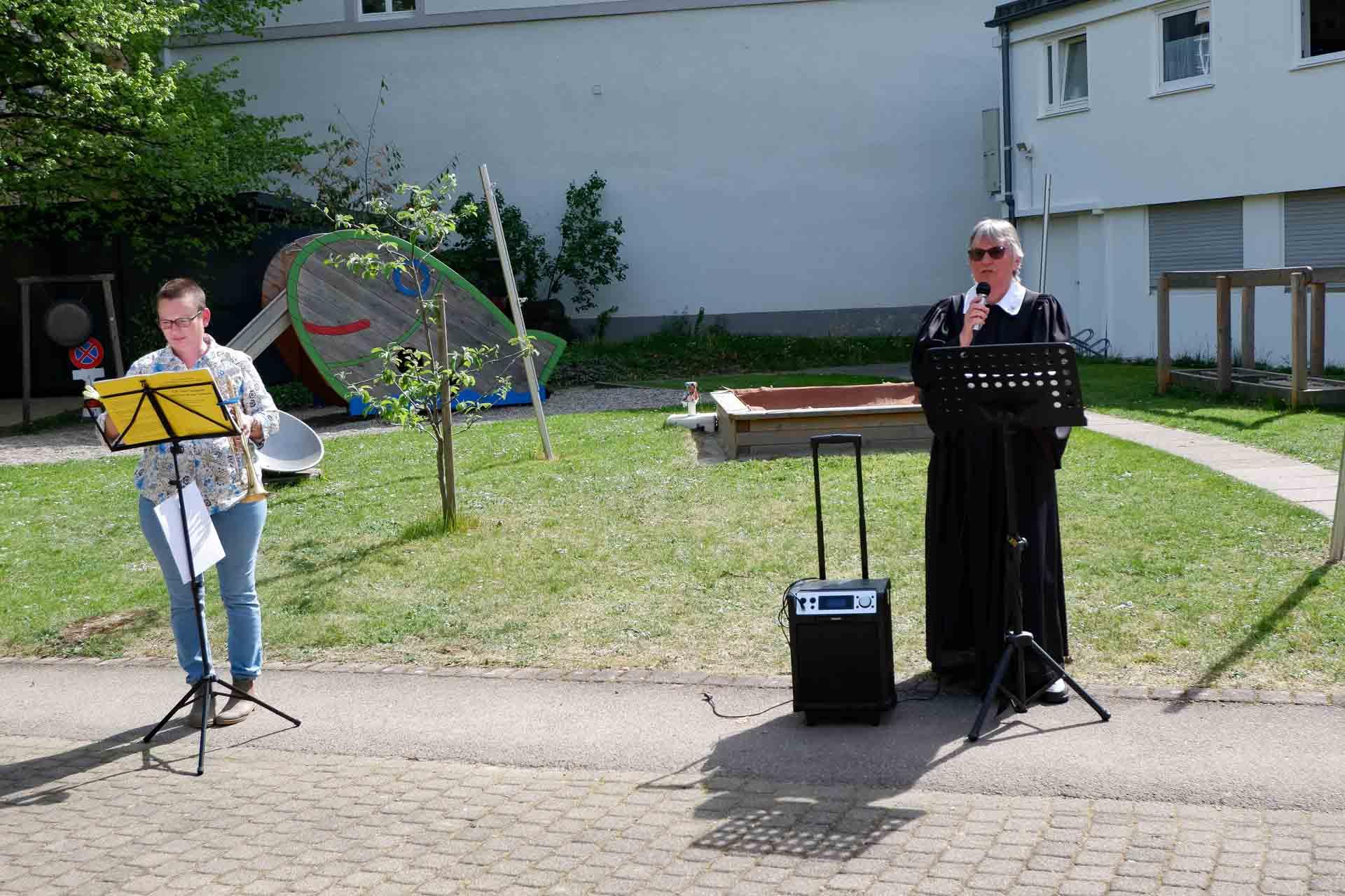 2020-04-17-Gottesdienst-im-Freien-Evangelisches-Stift-Freiburg-1920px-9718