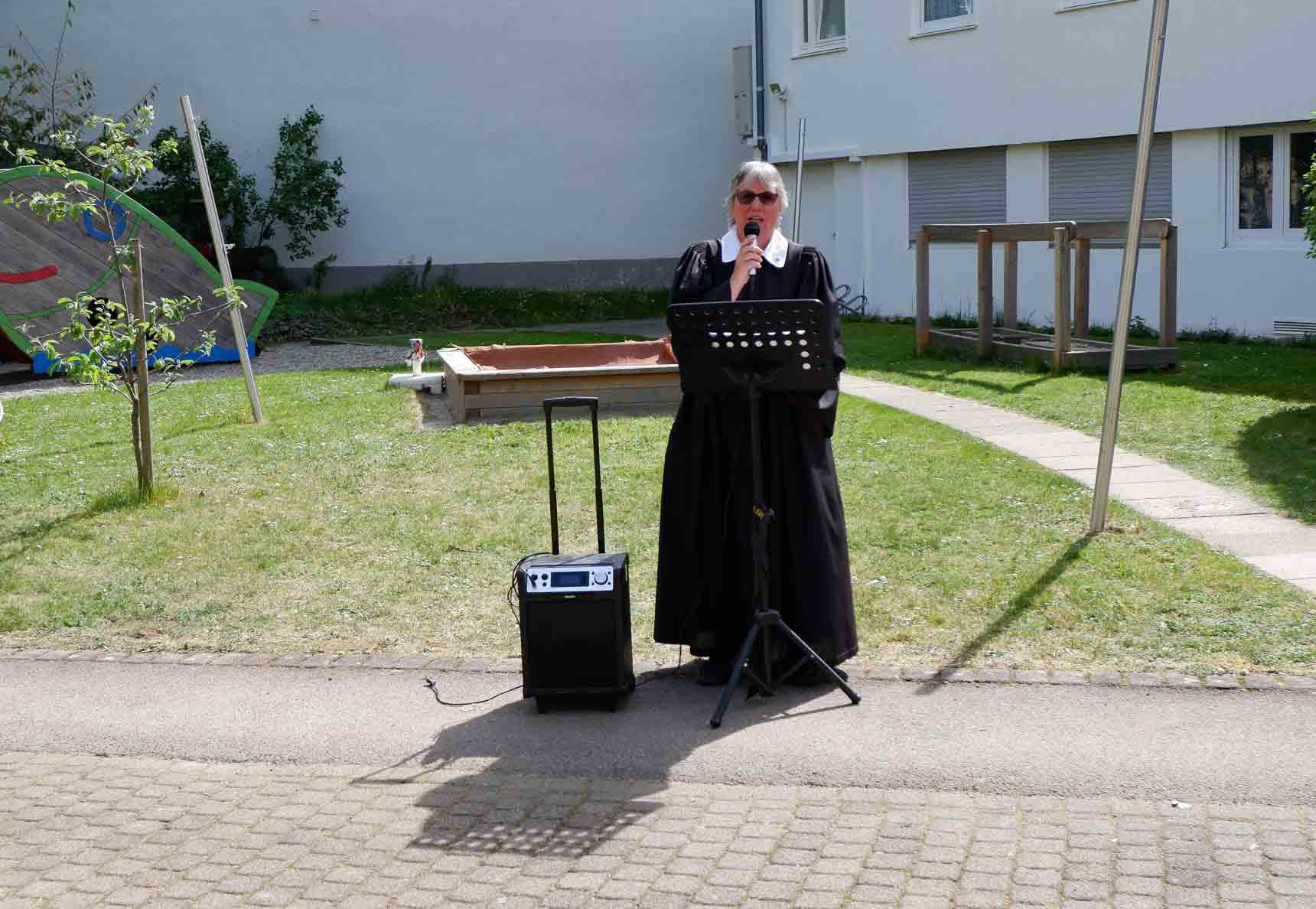 2020-04-17-Gottesdienst-im-Freien-Evangelisches-Stift-Freiburg-1920px-9719