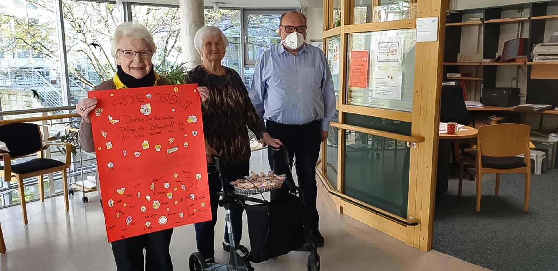 Grüße von den Bewohnerinnen und Bewohnern und Heimleiter Thomas Schellinger-Pusler aus dem Seniorenzentrum Gundelfingen