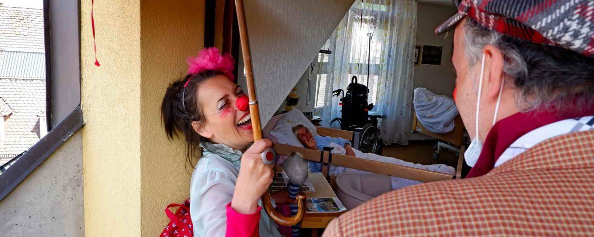 """Humor in der Coronakrise: Die Clowns der ROTEN NASEN melden sich im Haus Schloßberg aus dem """"Home Office"""" zurück"""