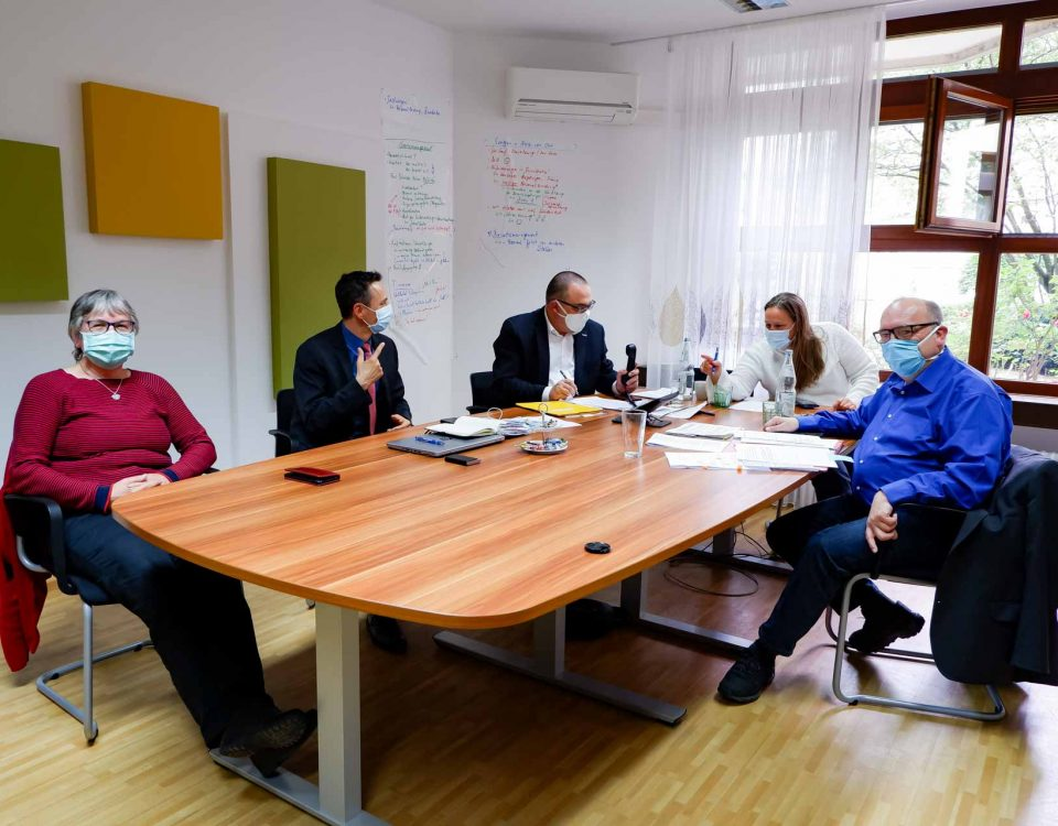 2020 05 14 Evangelisches Stift Freiburg Telefonkonferenz Staatssekretärin Mielich MdL Wölfle 1920px 0265 3