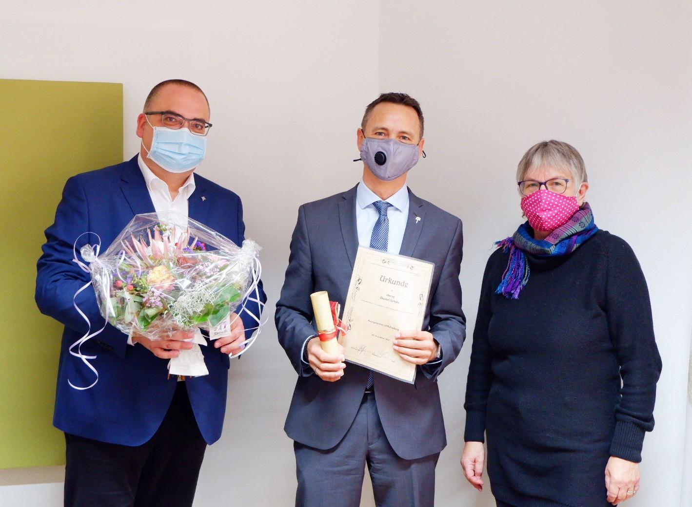 (v.l.n.r) Vorstand Carsten Jacknau, kaufm. Direktor Daniel Schies und Pfarrerin Ulrike Oehler