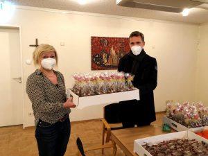 Buergermeister Walz bringt Weihnachtsgeschenke